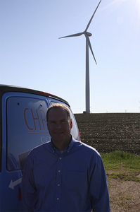 Chris_and_windmill_in_elkton_2